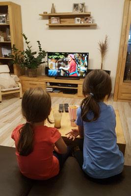 Unsere Mädels schauen Bibi & Tina im Fernsehen