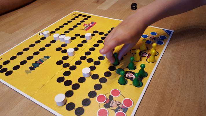 Das aufgebaute Malefiz-Spiel