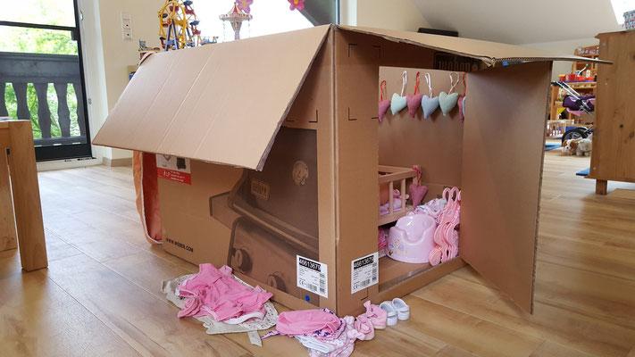 Ein Haus für unsere Babypuppe - gebaut aus einem Karton