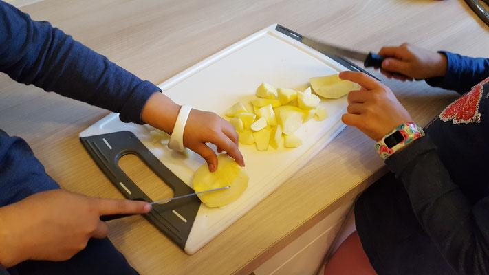 Äpfelschneiden fürs Apfelmus