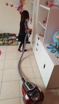 Unsere Große saugt ihr Zimmer