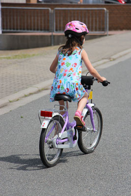 Unsere Große auf dem Fahrrad