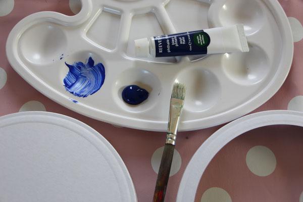 Laternendeckel und -boden sowie Acrylfarbe und Pinsel