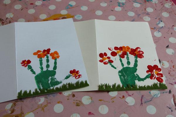 die fertigen Blumen aus Hand- und Fingerabdrücken