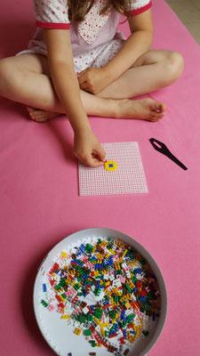 Unsere Kleine macht ein eigenes Ministeck-Motiv