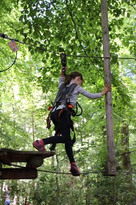 Unsere Große auf dem Kinder-Parcours 2 im Kletterwald Darmstadt