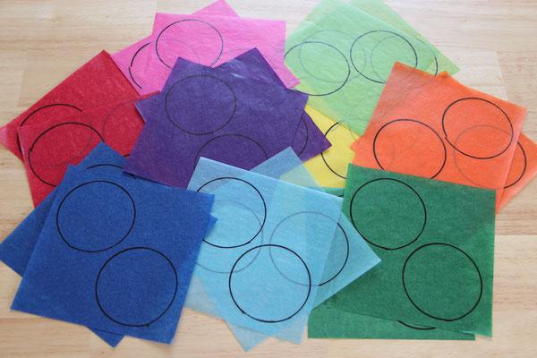 Kreise auf Transparentpapier in unterschiedlichen Farben gemalt