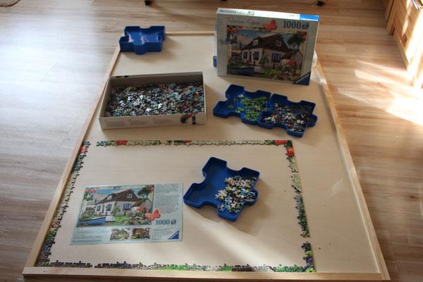 Ein Ravensburger Puzzle während seiner Entstehung auf meiner Puzzle-Unterlage