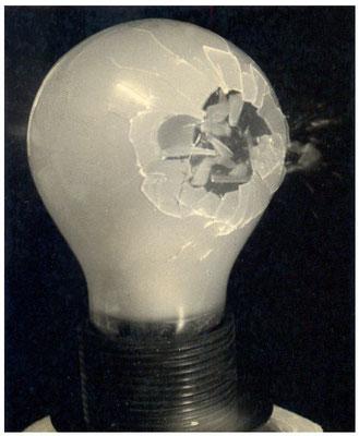 Glühbirne beim Durchschuss