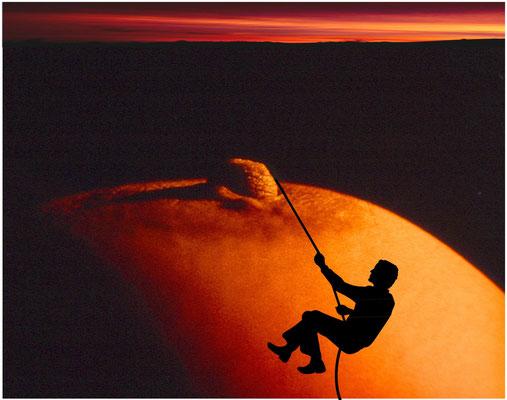 Abstieg bei Sonnenuntergang