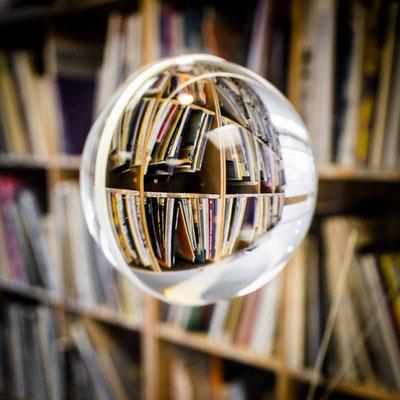 Bild 9: In der Bücherei