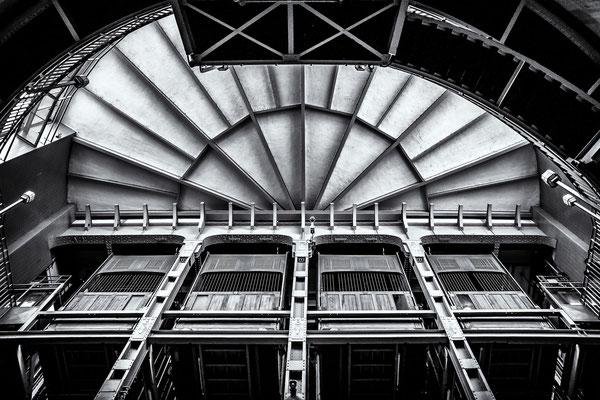 Bild 2: Fahrstuhl zum Tunnel