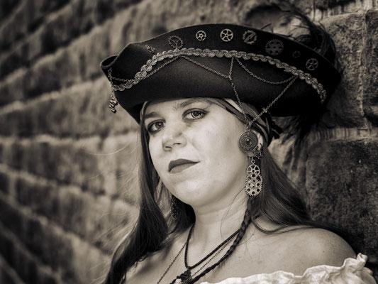 Bild 5 - Captain Beth Madeleine