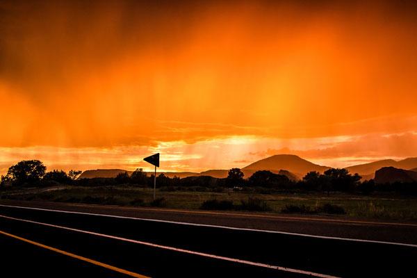 Bild 1: Abendstimmung am Highway