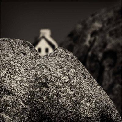Bild 10 - Haus hinter dem Felsen