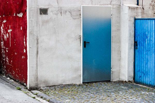 Bild 3 - Blaue Türen