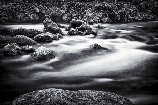 Bild 1 = Reißender Fluss