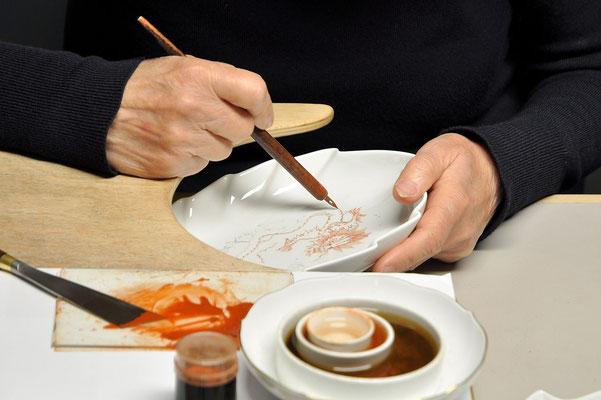Bild 4 - Porzellanmalerin