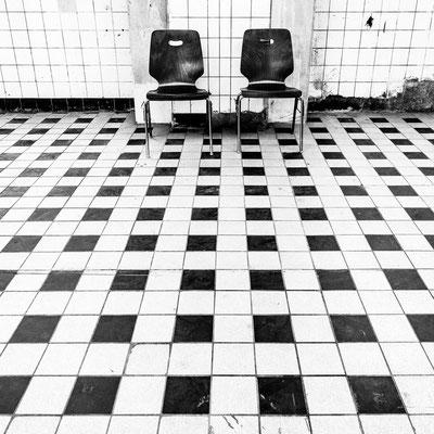 Bild 3: Harte Stühle