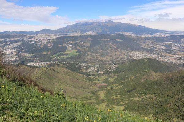 Vue de la vallée en direction de la ville de Quito
