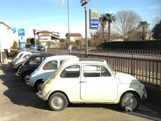 alte Fiat 500 werden in Italien als Kulturgut gepflegt