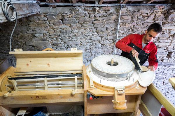 moulin et meule de pierre, farine