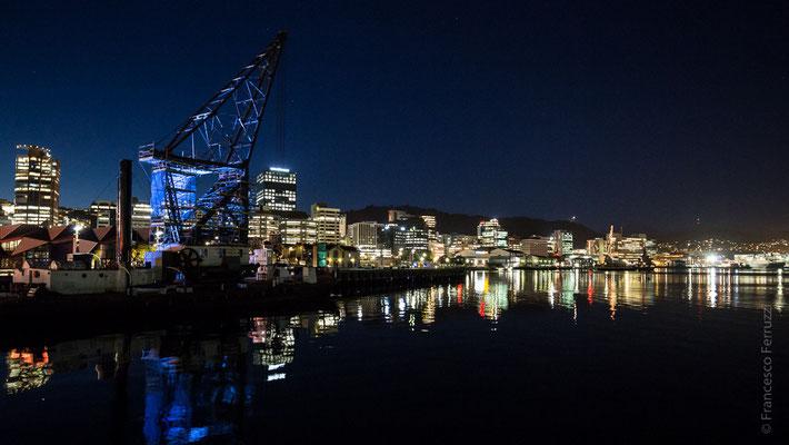 Wellington; vista sul vecchio porto, con la torre portuale più antica del mondo ancora in funzione - New Zealand - Nuova Zelanda