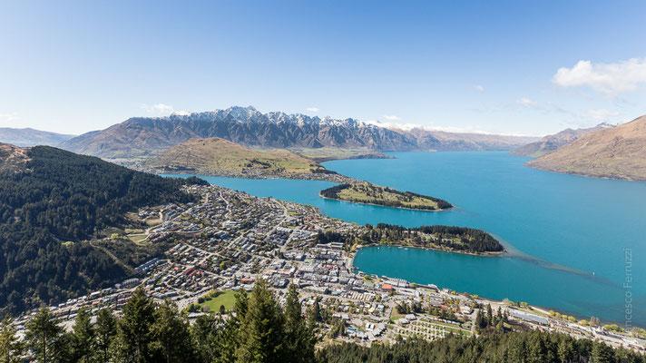 "Queenstown, lago Wakatipu; panorama sulla città dalla cabinovia ""Skyline"" - New Zealand - Nuova Zelanda"