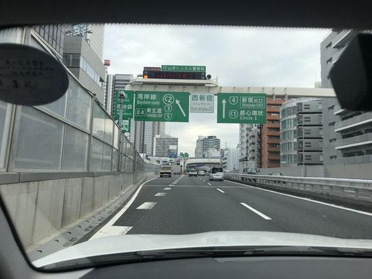 首都高からアクアラインに向かいます。