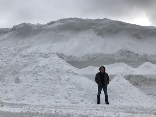 帰路、錦秋湖。やはり東北の雪はすごいです。
