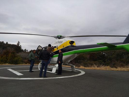 フライト後の点検の為カウリングをあけています。