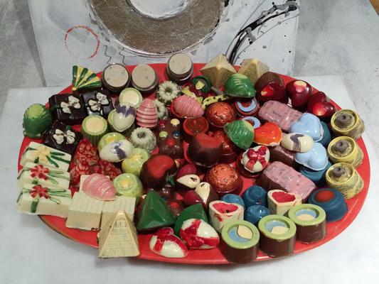 Mes p'tits chocolats - peints maison, un par un à l'aide d'un mélange de beurre de cacao et de colorant alimentaire