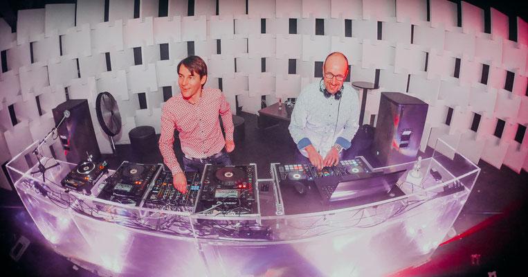DJ Mike Skott und Chris Sharp im Admiral Gießen
