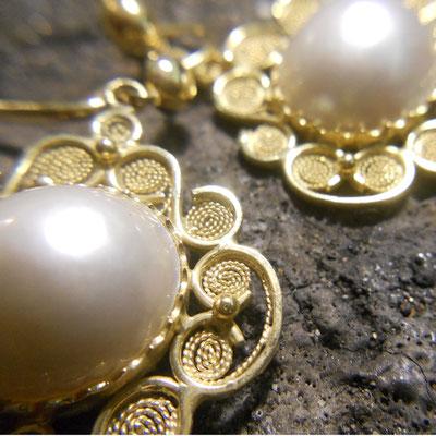 Orecchini pendenti in oro 18 kt e perla mabè