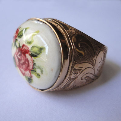 Anello in oro 9 kt con ceramica dipinta