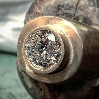Anello in oro 18 kt con diamante