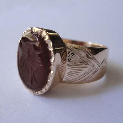 Anello da sigillo in oro 9 kt e corniola