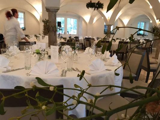 Partyservice für ein Firmenfest in Ingolstadt mit runden Tischen