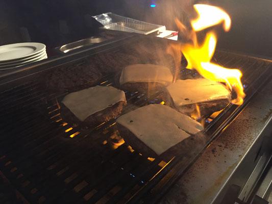 Mit Käse überbackene Burger, Catering & Partyservice in Erding
