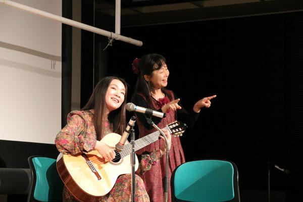 この日のために創った歌「夢を叶える龍」を歌う近田ゆうきさん