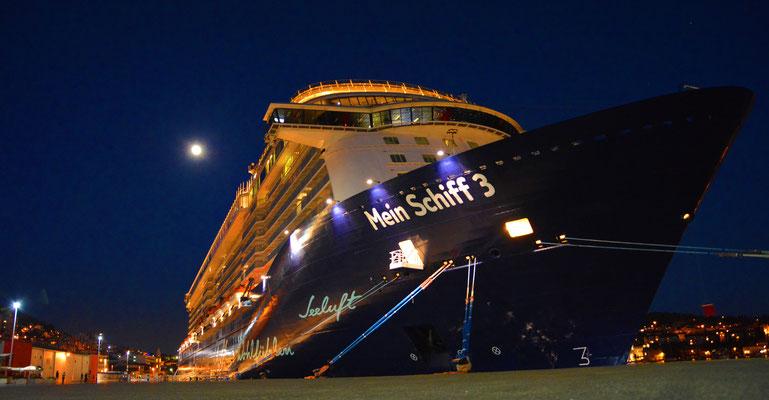 Die Mein Schiff 3 bei Nacht