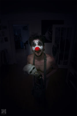 With the mask (clown)