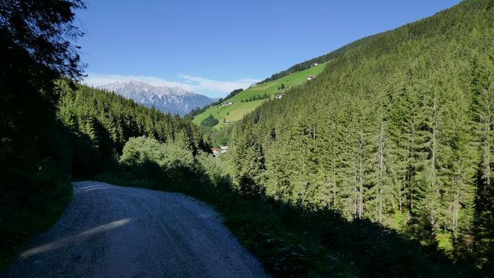 Vom Volderbildbad weg, Rückblick zum Volderberg