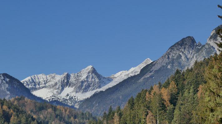 Hüttenspitze ganz rechts, gesehen vom Gnadenwalder Plateau - wer Sonne sucht ist dort richtig