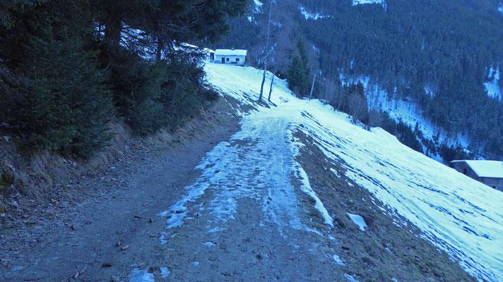 Wenig Schnee unter 1.400m