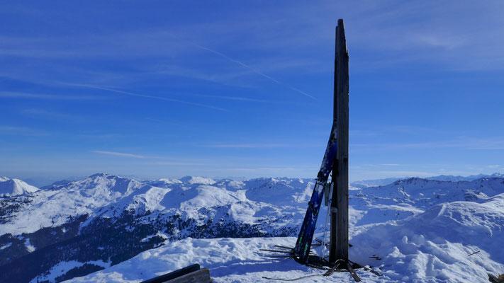 ... direkt zum Gipfel mit kaputtem Kreuz, 2.553