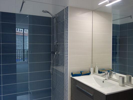 Décoration d'une salle de bains avec une douche