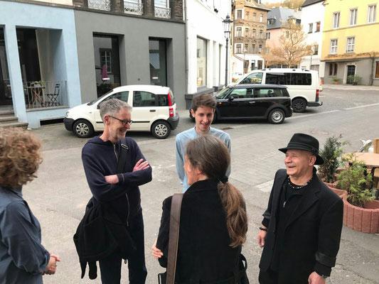 Christop Abbühl aus Solothurn, Sasha Pichuskhin und Beni Cohen-Or während der Ausstellungseröffnung