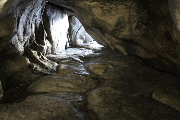 """Wasserfallhöhle, Kulissenbau für """"Capelli Code"""" Season 1, European Star Cinema"""