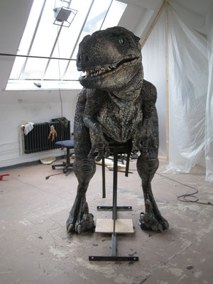 Veloceraptor, Walking-Act (Man-in-suit)  Ausführung im Team bei Chris Creatures Filmeffects Int. Ltd.